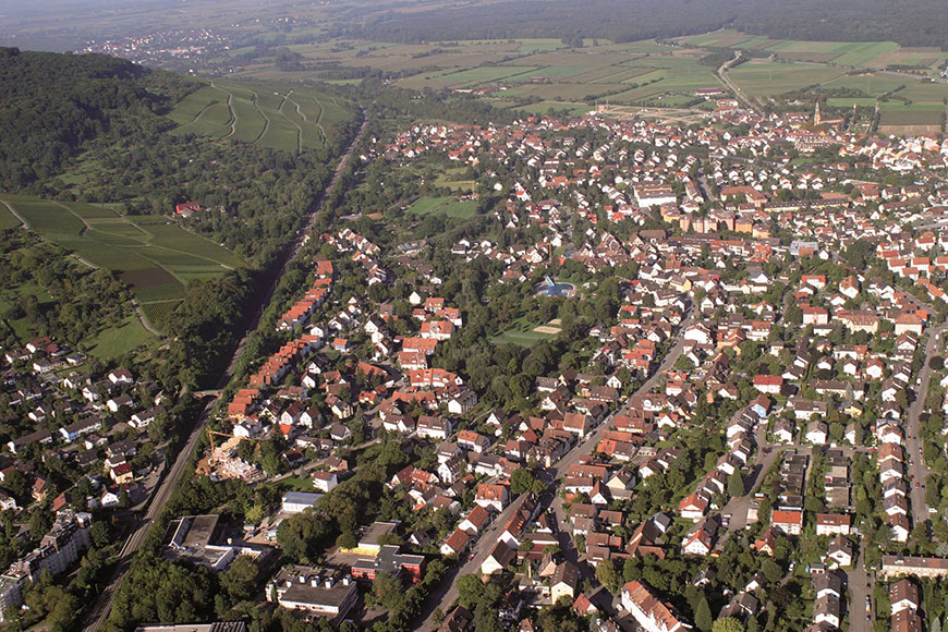 Blick von Uffhausen über Wendlingen bis zum Mooswald (2010)