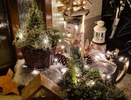 Weihnachtsdekorationen und Beleuchtungen